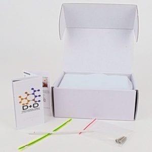 Caja llave de pared blanca con contenido a la vista