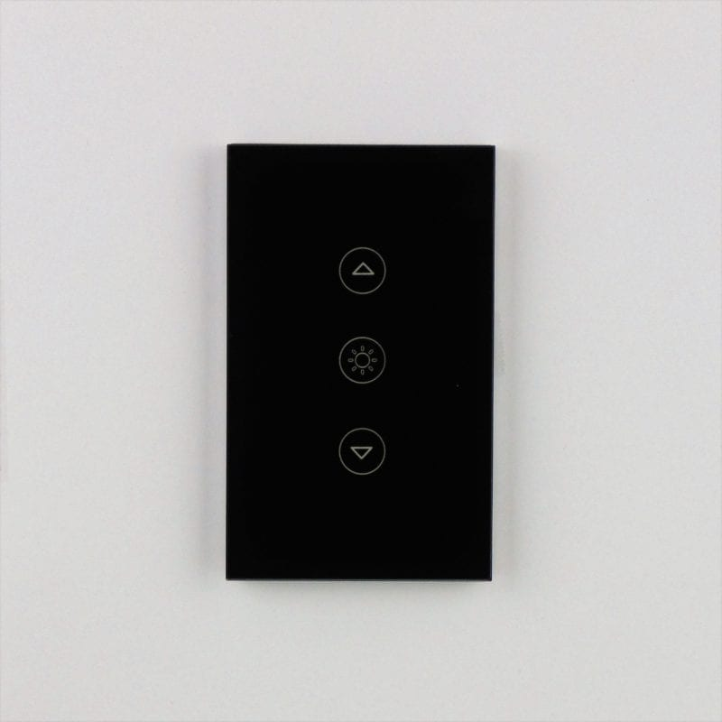 Llave dimmer negra inteligente WiFi TuyaSmart colocada en pared blanca